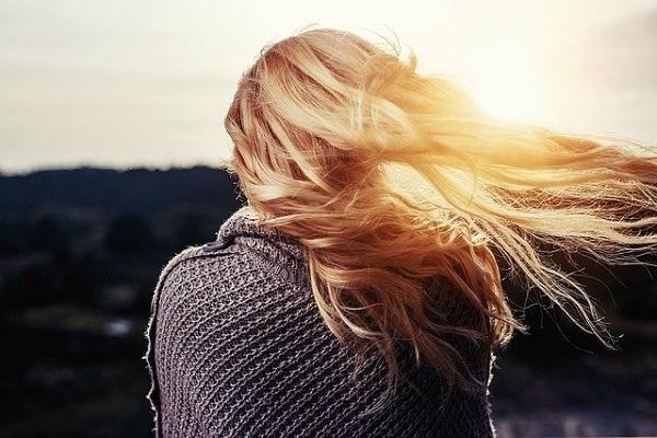 4 püf noktasını uygulayarak saçlarınızın daha kuvvetli ve canlı görünmesini sağlayabilirsiniz