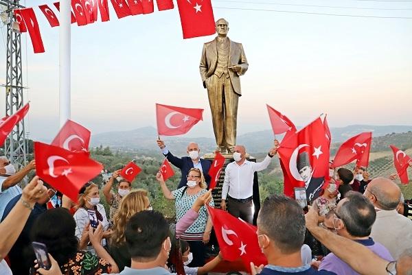 Akdeniz Belediyesi'nden, İhsaniye Melemez'e Atatürk Heykeli
