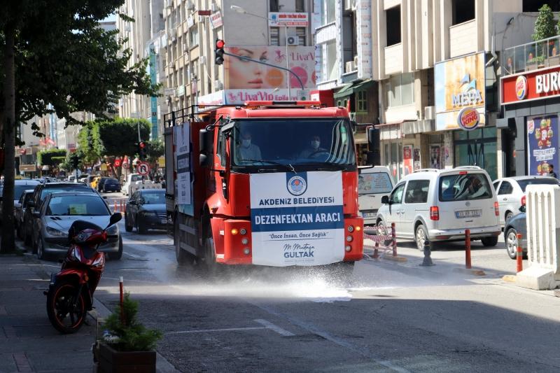 Akdeniz'de Cadde ve Sokaklar dezenfekte ediliyor