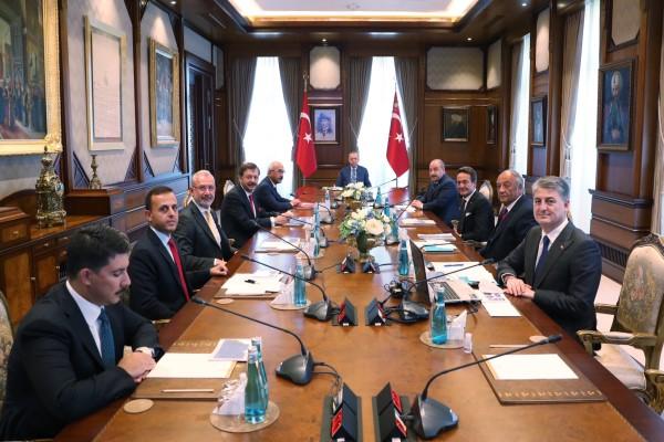 Cumhurbaşkanı Erdoğan, TOGG yönetim kurulu üyelerini kabul etti