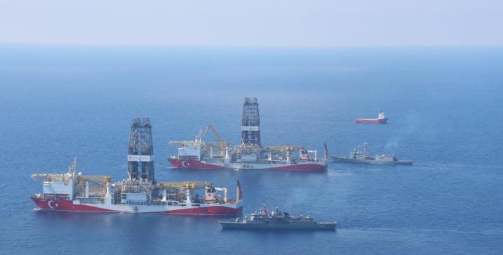Sondaj Platformlarına Deniz Kuvvetleri Unsurları Refakat Ediyor