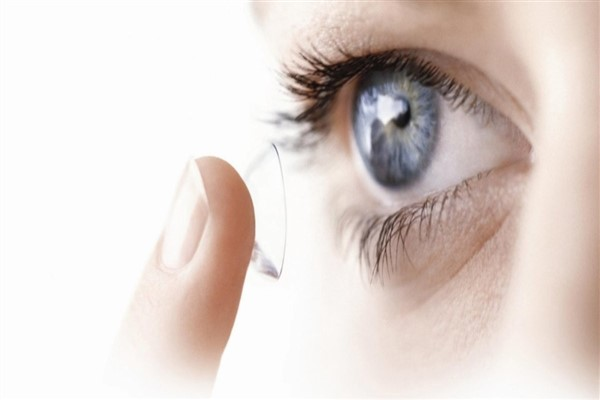 Göz de oluşan kırma kusurlarına kalıcı kontakt lens