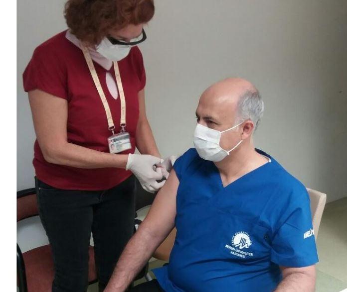 İlk covit aşısı Mersin'de Rektöre yapıldı