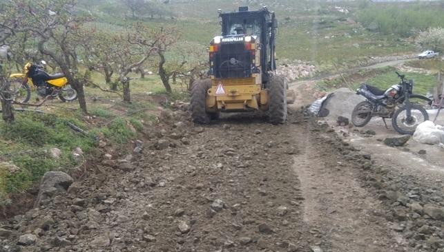 Mezitli'de yol yapım çalışmasına vatandaşlar destek verdi
