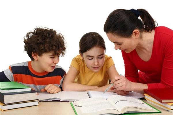 Pandemi döneminin ebeveyn açmazı: Ders mi? Oyun mu?