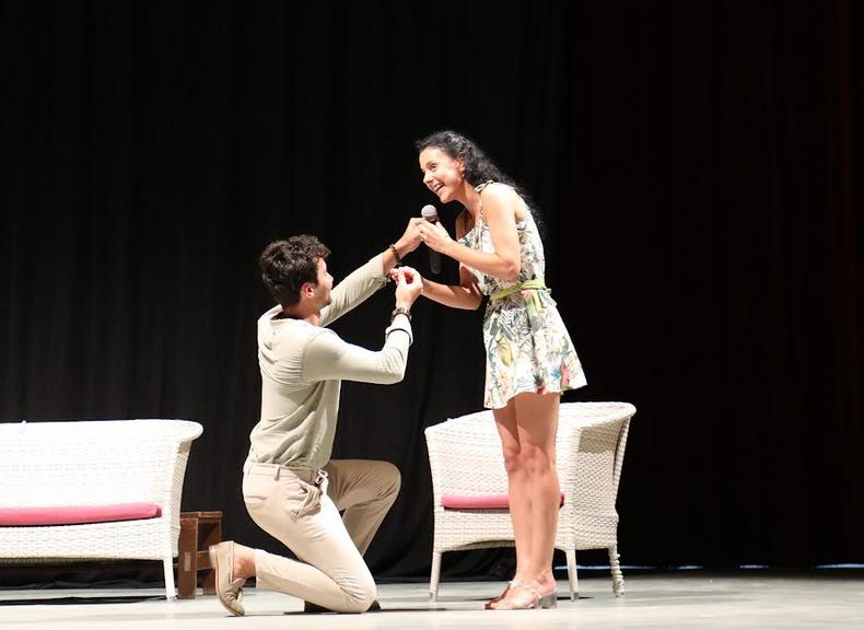 Mersin'de Tiyatro Oyunu esnasında evlenme teklifi
